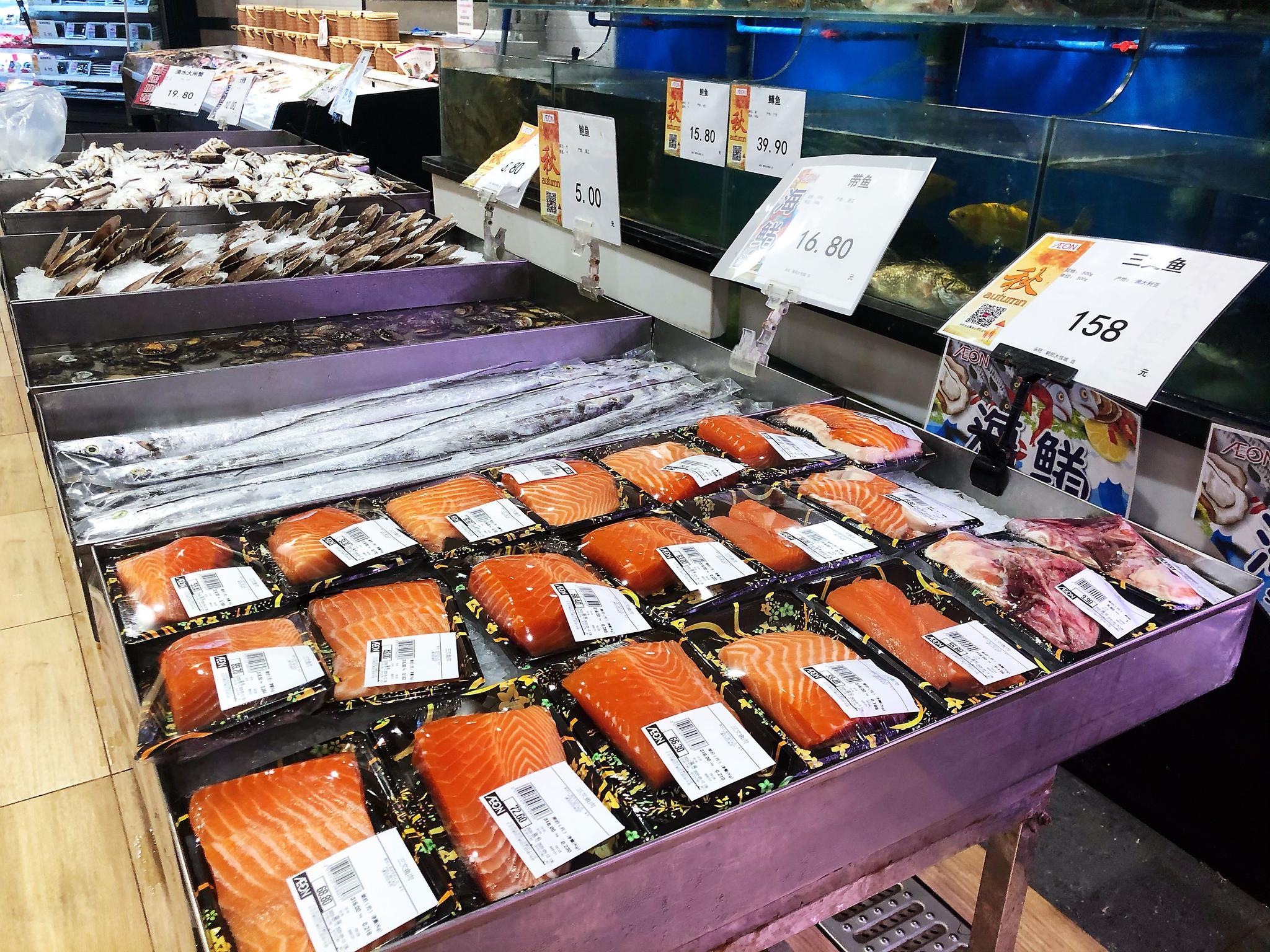 三文鱼重归超市销量下降种类减少,部分商家调价吸引顾客图片