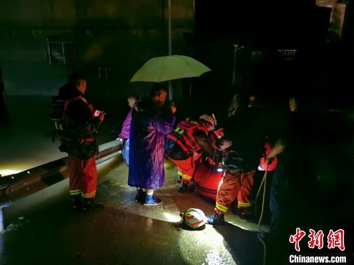 """贵州省多地受暴雨""""袭击"""" 官方启动防汛Ⅲ级应急响应图片"""