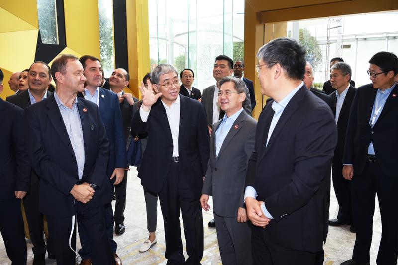 拉美和加勒比国家驻华使节代表团参观考察中国船舶集团长兴造船基地