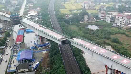 黄黄铁路范家岗特大桥跨京九铁路连续梁成功转体