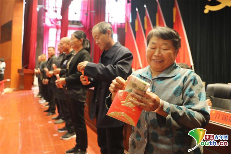 上海快3最新开奖:黑龙江省绥滨县179困难群众分红87万