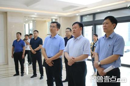刘方太一行到博兴湖滨镇寨卢村人大代表联络站开展联系群众活动