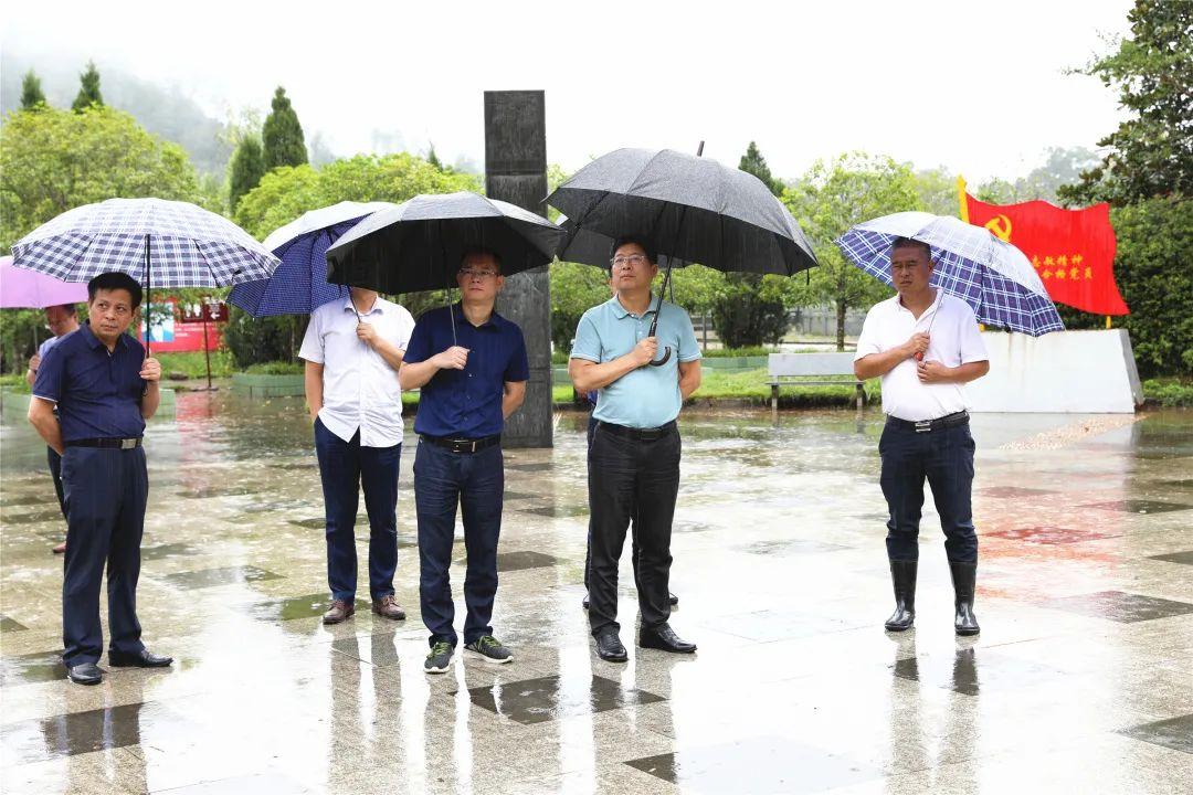 谢沭阳县委书记考察农村人居环境和粮食
