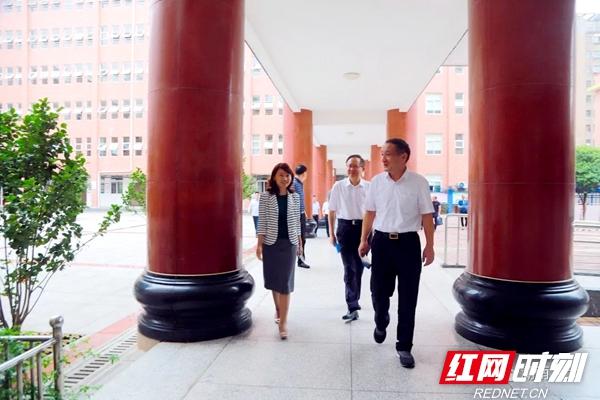 杨维刚率队开展中小学校幼儿园规划建设条例执法检查