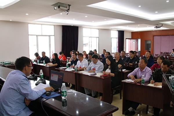 大足区石马镇组织镇人大代表集中学习《民法典》