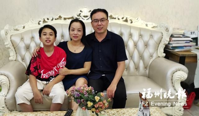 威尼斯app官方:《前浪》可敬的《后浪》可爱的廉江家族获文明家庭