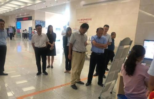 河南省濮阳市政府办公室一行到市政务服务大厅考察政务公开工作