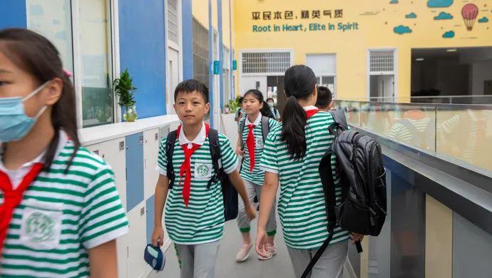 """开学十多天了,摇号进了上海知名民办学校的""""普娃""""们,跟得上吗?"""