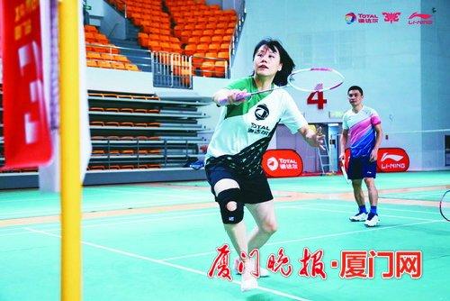 <strong>厦门三对三羽毛球赛 奥运冠军赵和厦门业</strong>