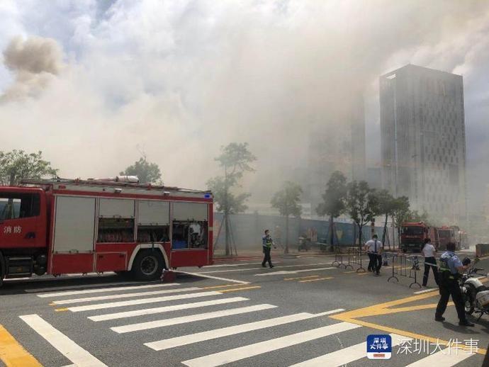 突发:深圳一商品房建筑工地起火,现场浓烟滚滚