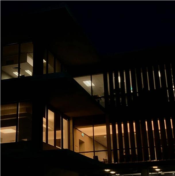 ▲通宵开放的图书馆。受访者供图