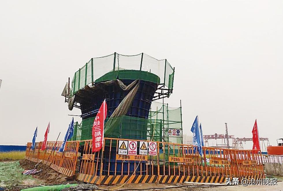 """石衡沧港城际铁路""""第一墩""""浇筑南 排河特大桥项目顺利推进"""