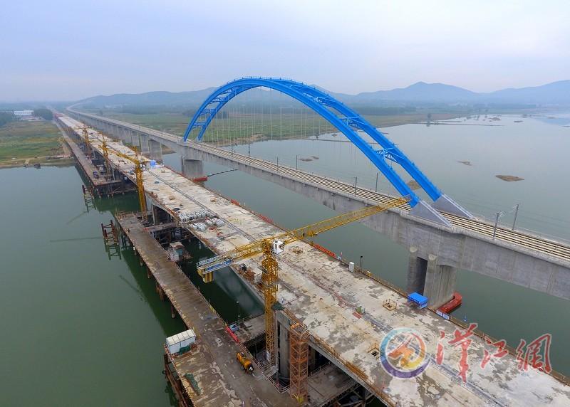 绕城南高速汉江特大桥主桥合龙