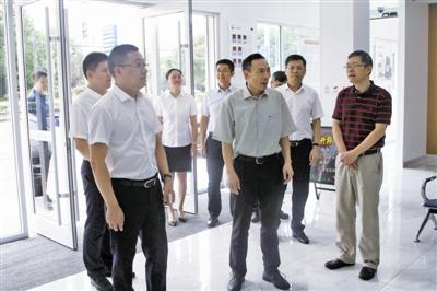 省联社副主任韩后军一行莅临 靖江农商银行调研
