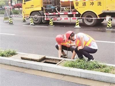 确保暴雨时排水快、少积水 奉贤区排水部门多举措疏通城市地下管网