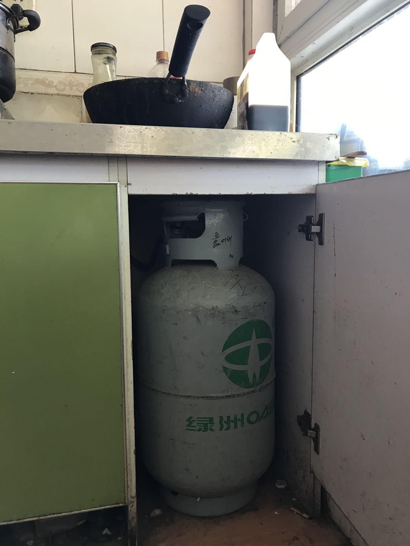 一名港北村村民家中的煤气罐。新京报记者 张惠兰 摄