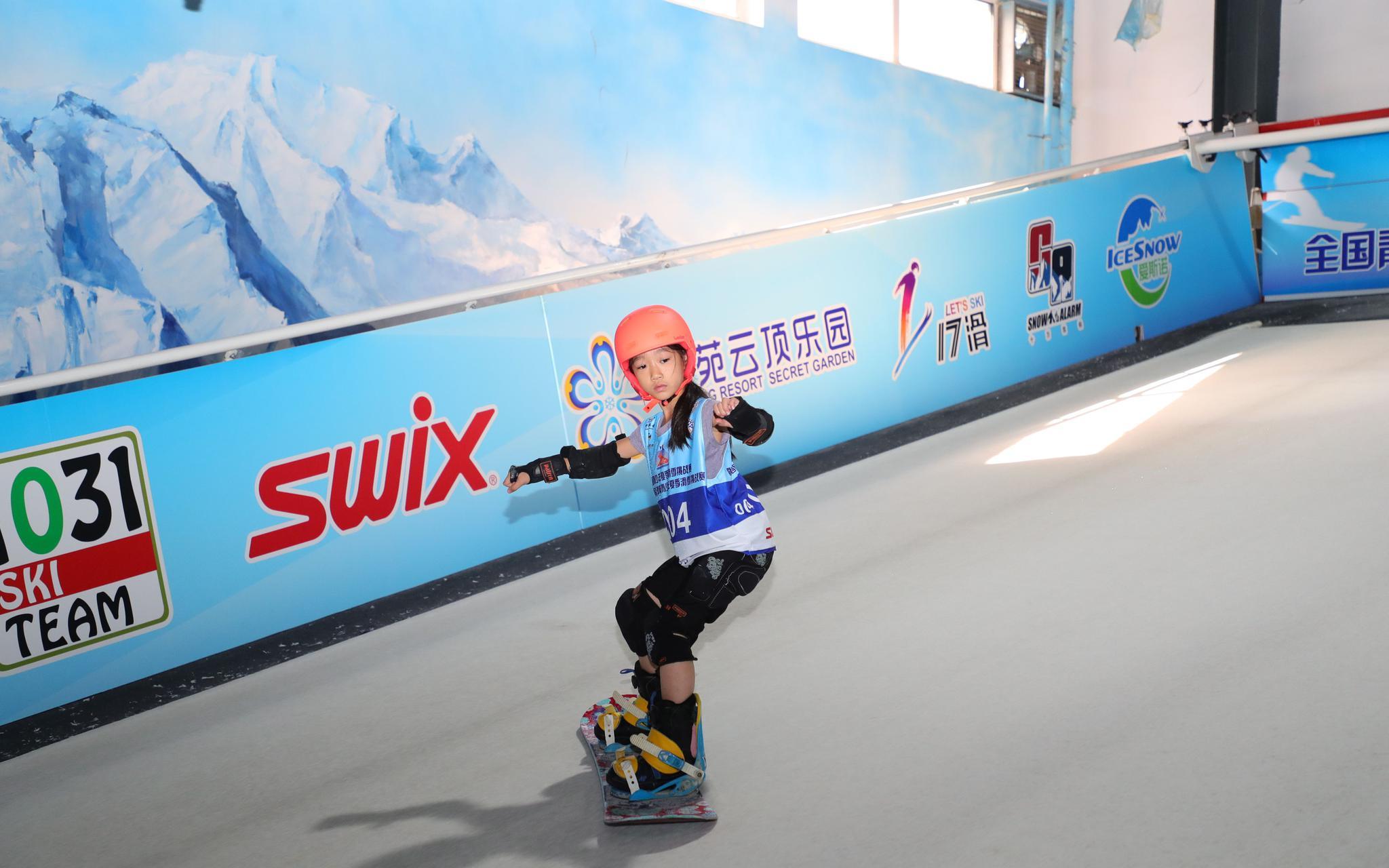"""滑雪比赛打破季节限制,各地青少年""""魔毯""""上过招图片"""
