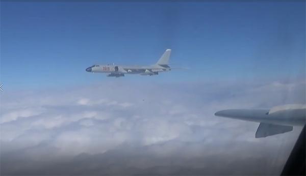战机从四个方向逼近台湾 解放军这次要动真格吗?图片