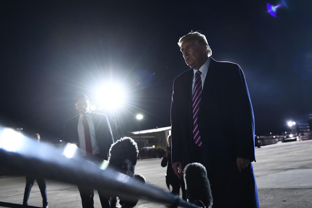 """刚刚,特朗普说了她两个""""了不起""""图片"""