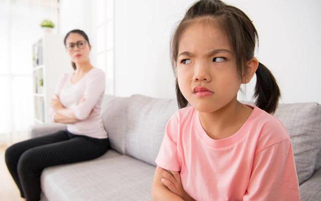 """孩子青春期是父母""""灾难期""""?如何做才能和娃一起平稳度过青春期"""