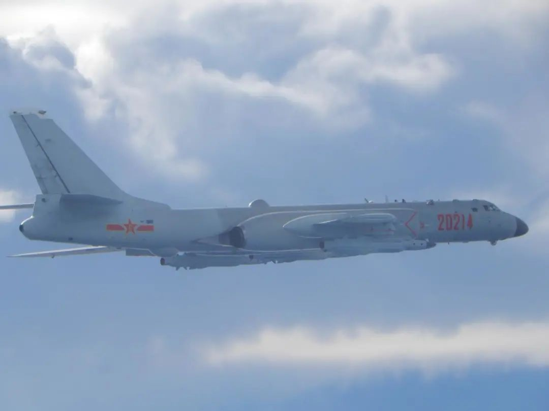 台防务部门发布的9月18日在台海出现的解放军轰-6轰炸机。图源:台防务部门官网