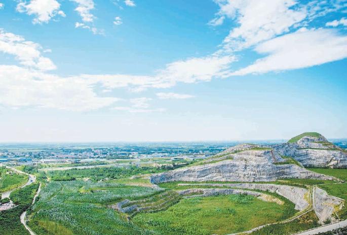废坑残丘变绿水青山 河北最大单项矿山治理项目年底完工