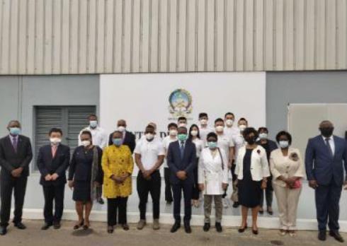 新冠病毒检测实验室填补安哥拉全自动检测空白 中国技术获赞赏