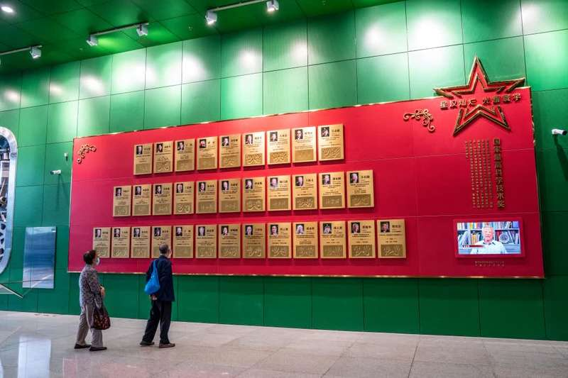 袁隆平、屠呦呦等科学大家手模亮相中国科技馆图片