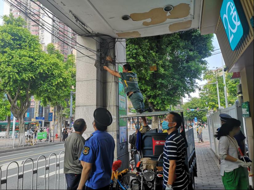 龙津街党员、干部、志愿者为文明城市创建助力添彩