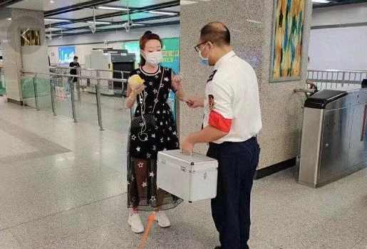 """不要把帮助乘客拿来""""作秀""""图片"""