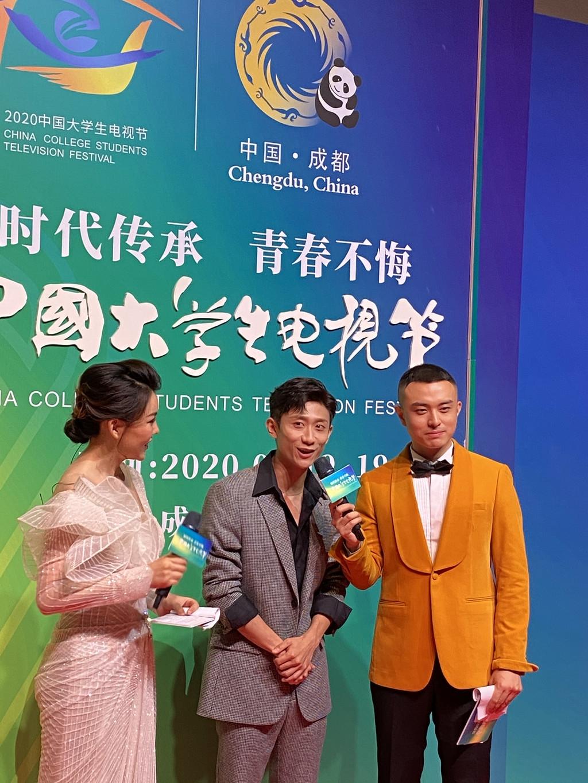 张一山李一桐何洁等与青年代表同台演出 第九届中国大学生电视节成都闭幕