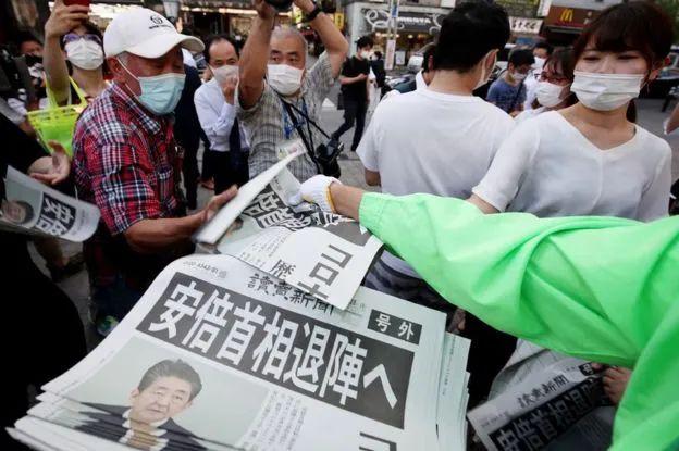"""安倍晋三怆然转身,三支箭政策遭遇""""三元悖论"""""""