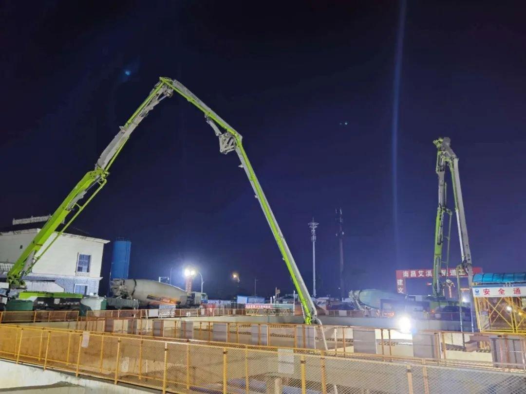 江西省第一条叠层结构共轨施工!艾溪湖隧道首个地铁隧道顶板浇筑成功完成!