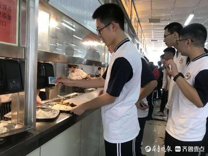 泰安第一中学的第一顿饭 食堂加了一张拒