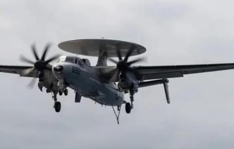 美军又出坠机事故 一架载4人鹰眼预警机训练途中坠毁