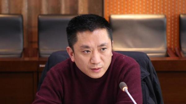 重庆一纪检干部被起诉:收一百万助在逃人员投案后办取保候审图片