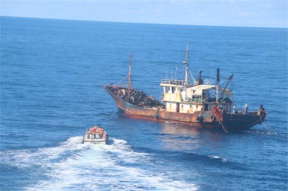 东海海区海洋伏季休渔期结束 海警没收非法捕捞渔获物115余吨
