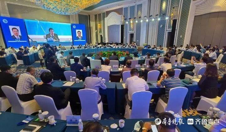 中外企业家与市长圆桌会议在青岛西海岸新区举办