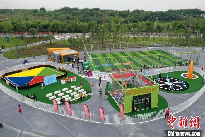 图为礼嘉智慧公园·玩湃社区智慧足球乐园。冯旨意摄