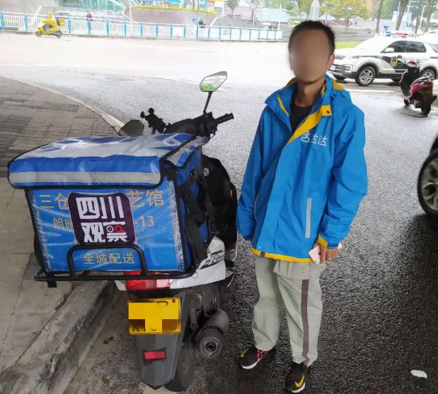 """外卖小哥无证驾驶套牌摩托车或被罚千元 这一单有点""""贵"""""""