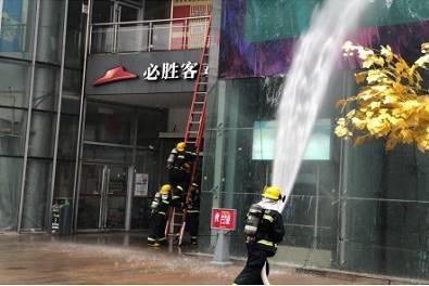 金山支队联合区经委开展商业体灭火救援演练