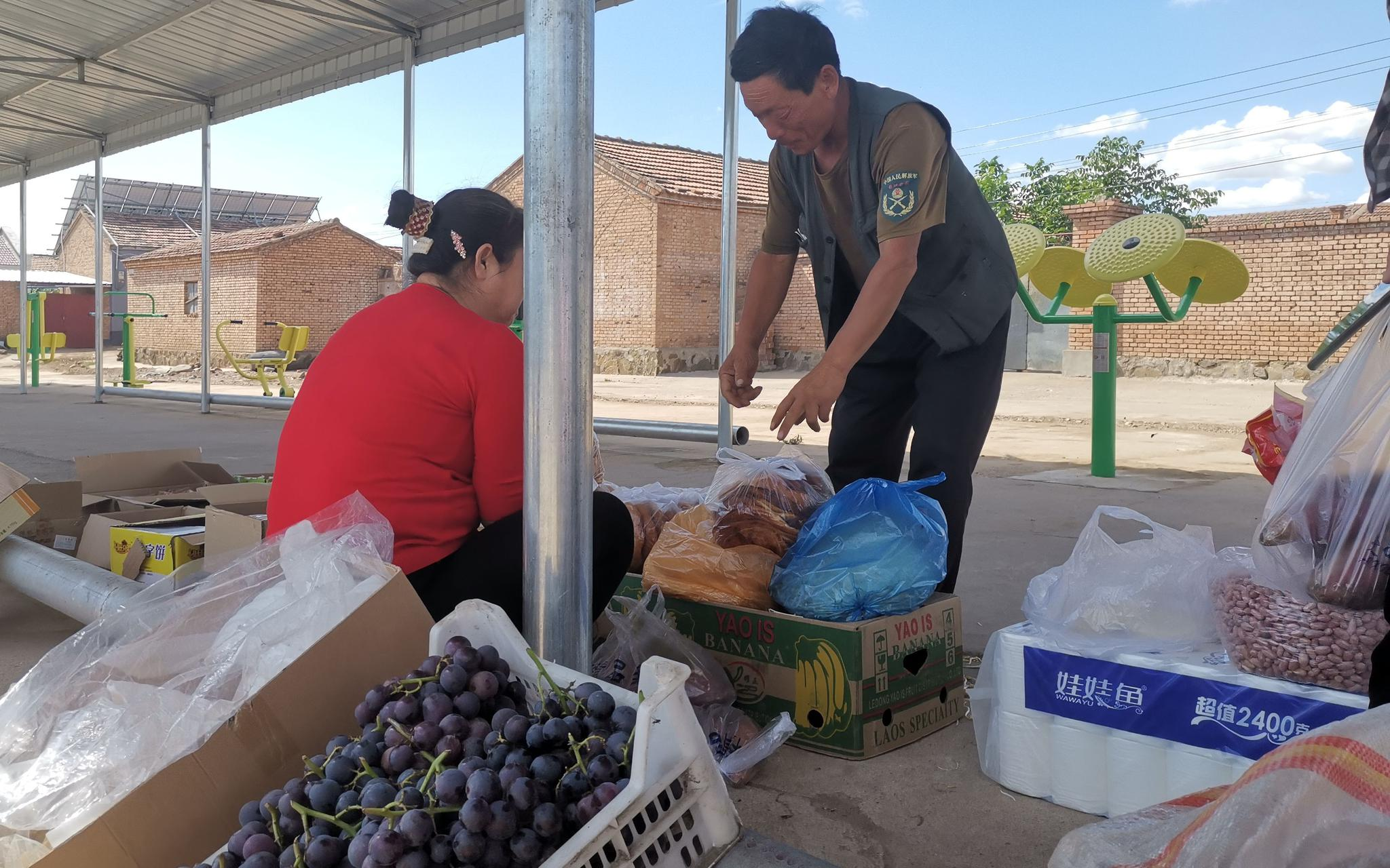 """把菜直接卖到北京社区 这位扶贫书记帮村民完成""""不可能的任务""""图片"""