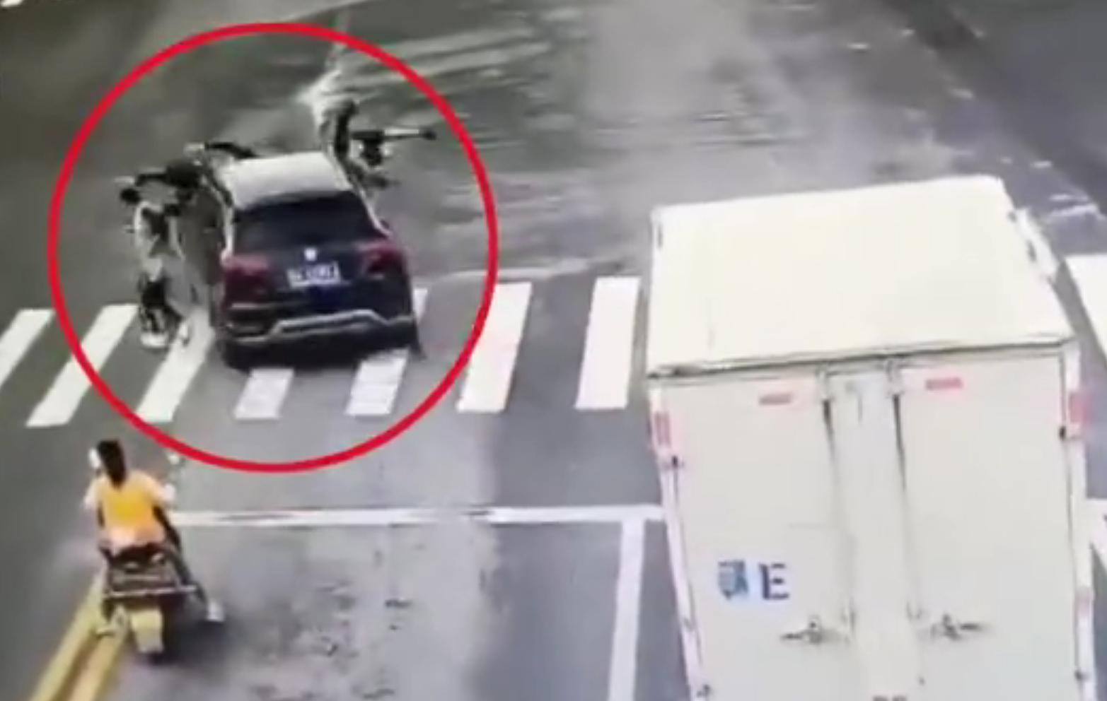 江西一越野车撞伤4名学生后逃逸,肇事司机现已被控制图片