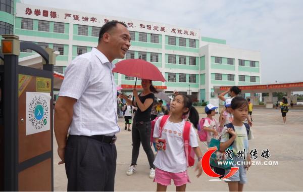 钟山县钟山镇第六小学校长朱庆远:以人为本育桃李 以德育人馨满园