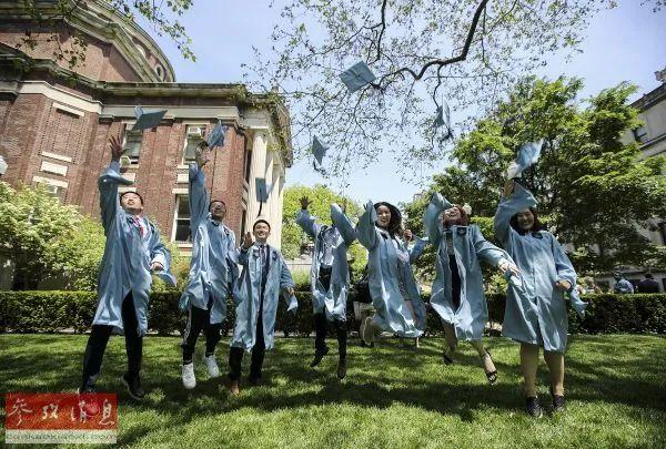 ▲资料图片:2019年5月22日,在美国纽约,哥伦比亚大学的中国留学生参加毕业典礼时拍照。(新华社记者王迎 摄)