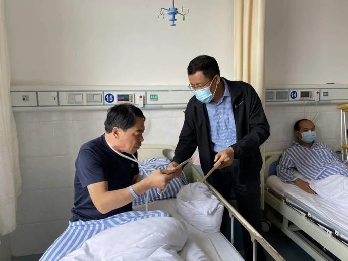 市局纪委书记刘国永慰问惠农交巡警大队因公受伤民辅警