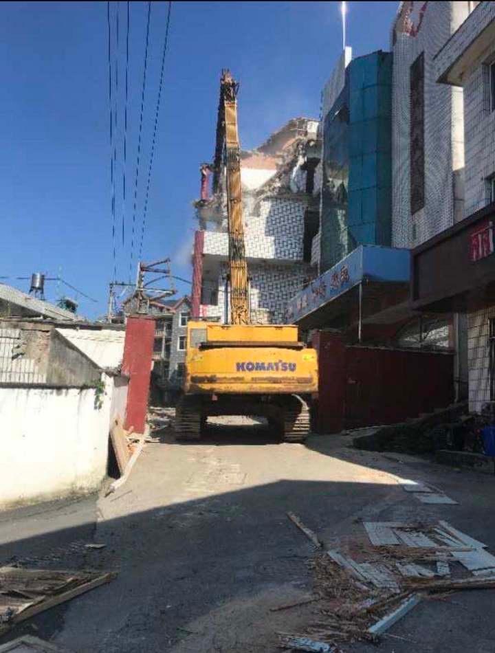 拆除医院D级危旧房,岛石镇助力美丽城镇建设