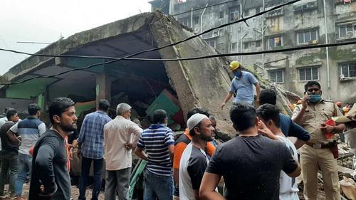印度建筑物倒塌事故已造成12人丧生 搜救仍在继续