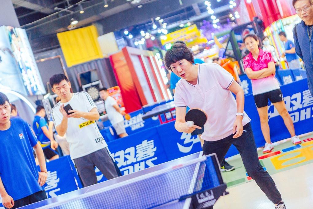 乒乓球百姓擂台赛  奥运冠军来邗指导
