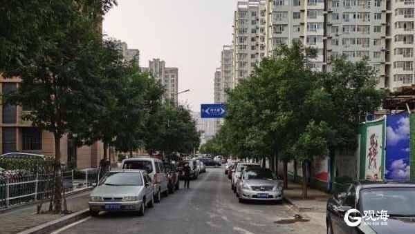 """青岛无名路乱停车""""有治了"""":立护栏,新建停车场月底启用"""